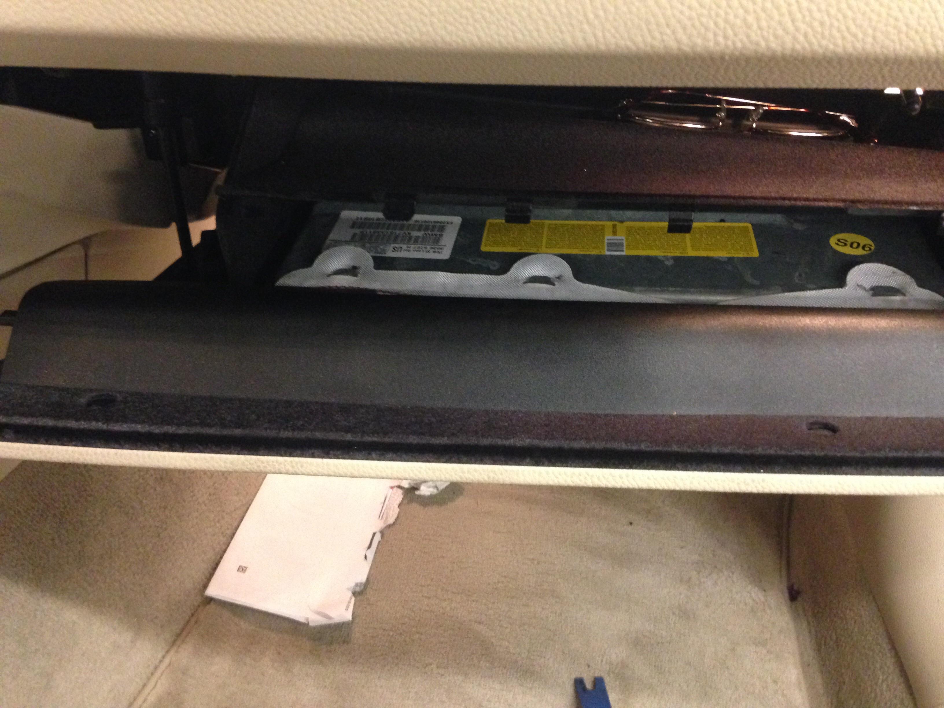 E90 glove box lock actuator | bmwtechnician