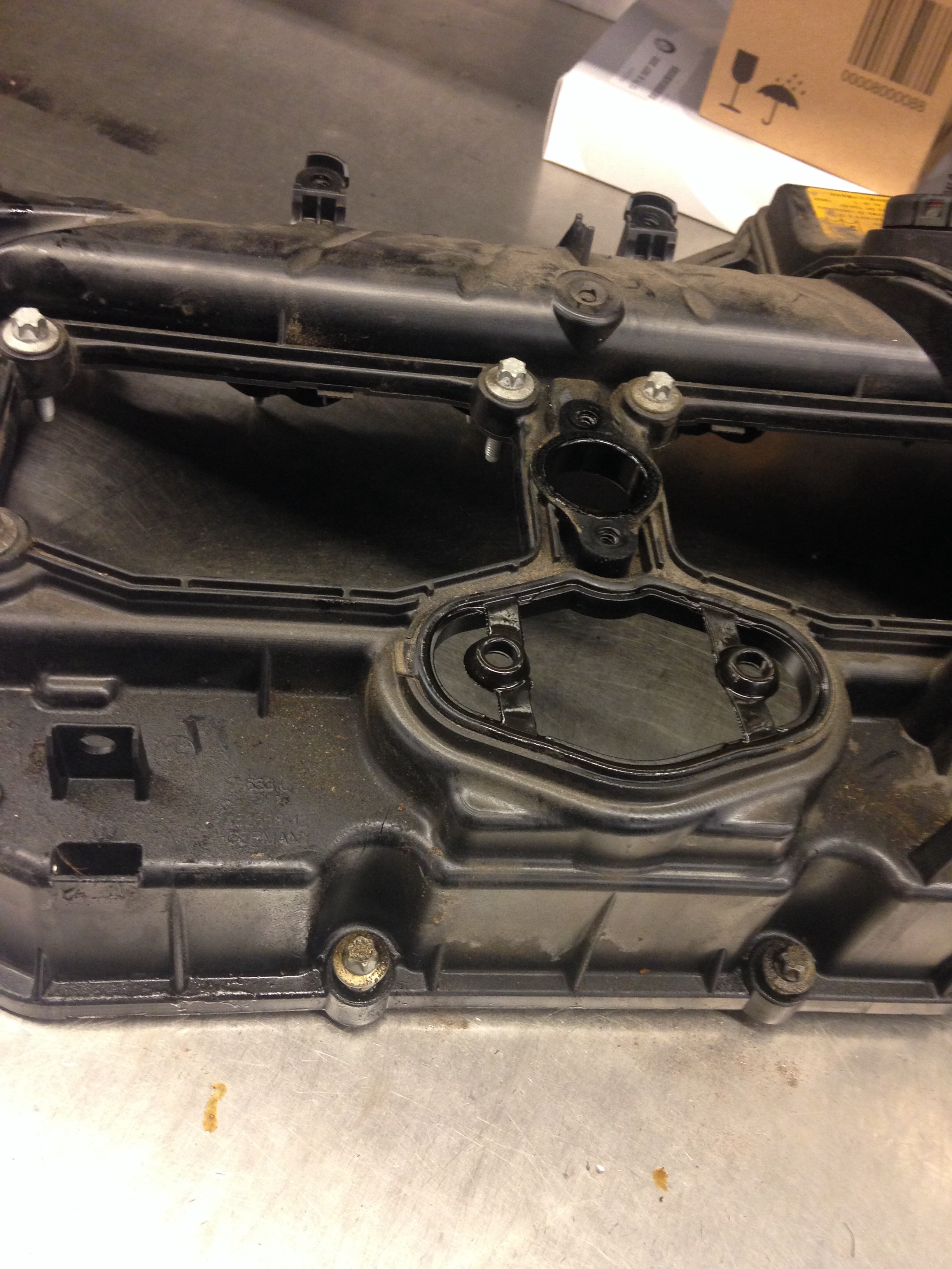 N20 valve cover cracked | bmwtechnician